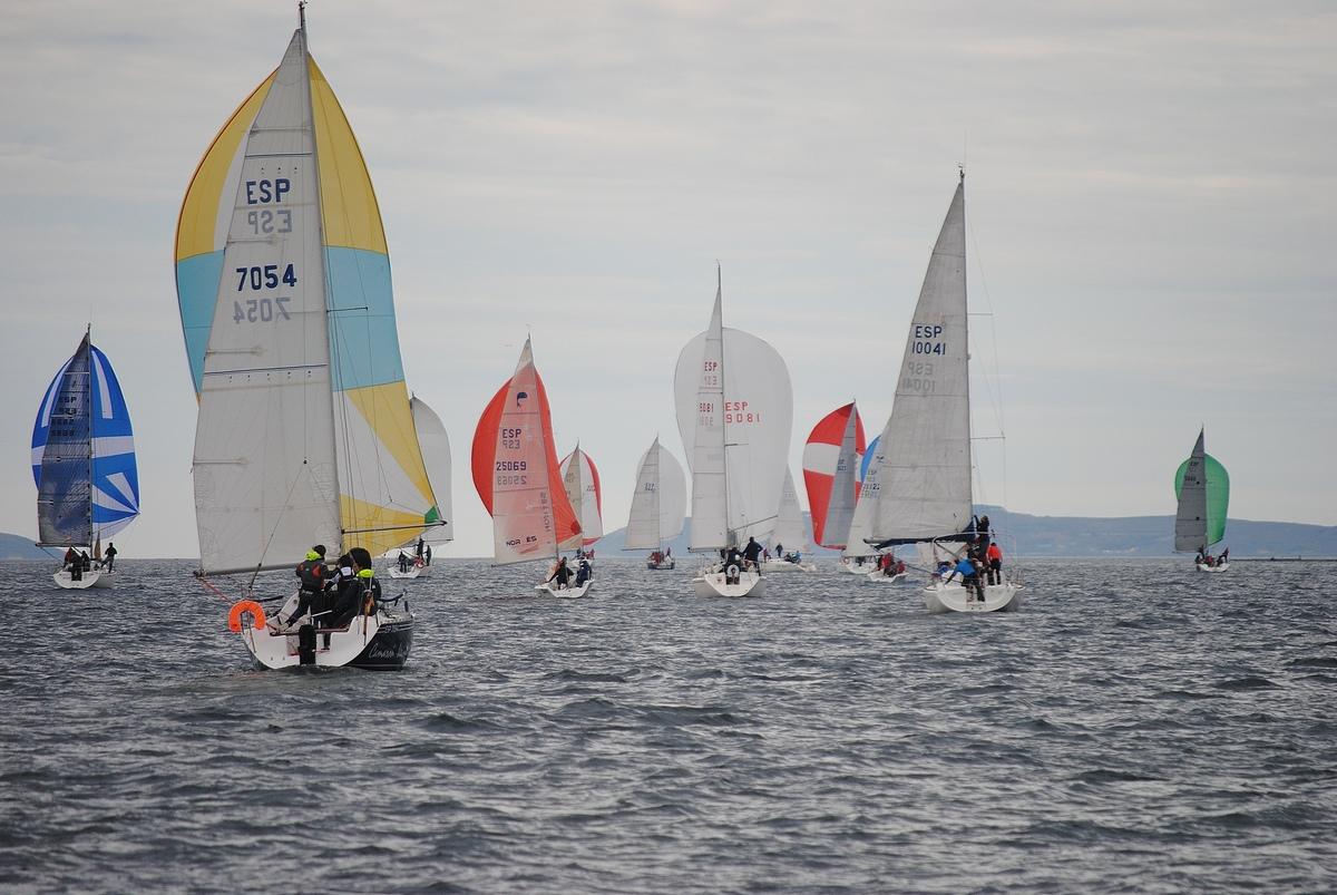 Oral Group Galimplant, Santiago Roma, O Filispín  y Oliver II ganan en tercera prueba del Trofeo Navidad del Club de Mar de Aguete