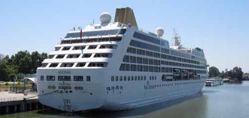 Segunda escala del crucero Adonia en el Puerto de Sevilla