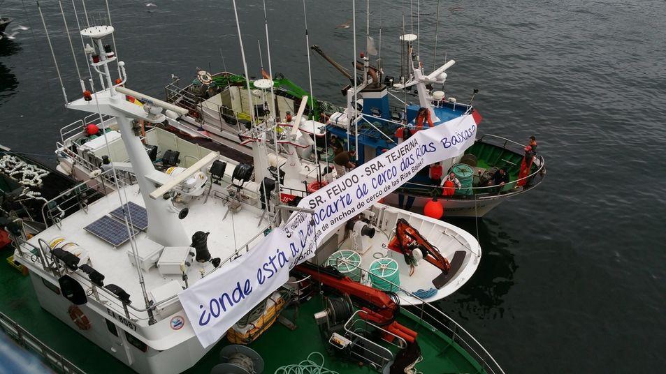 Concentración de pescadores en Camariñas contra as políticas do PP e principalmente de Rosa Quintana coa cuota de anchoa