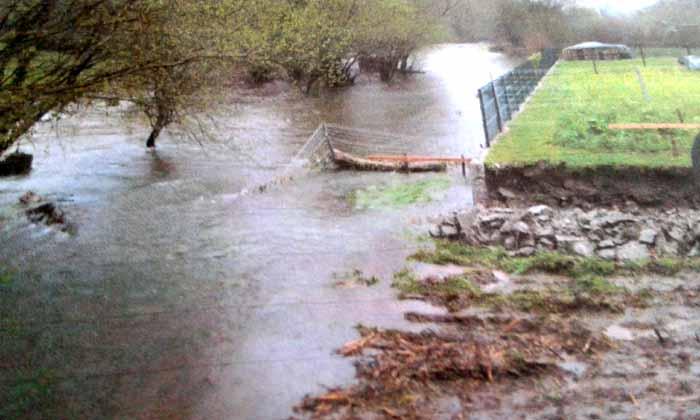 Pladesemapesga insta a la Xunta de Galicia y a la Fiscalía investiguen la posible instalación ilegal de un transformador privado en el río Anllóns